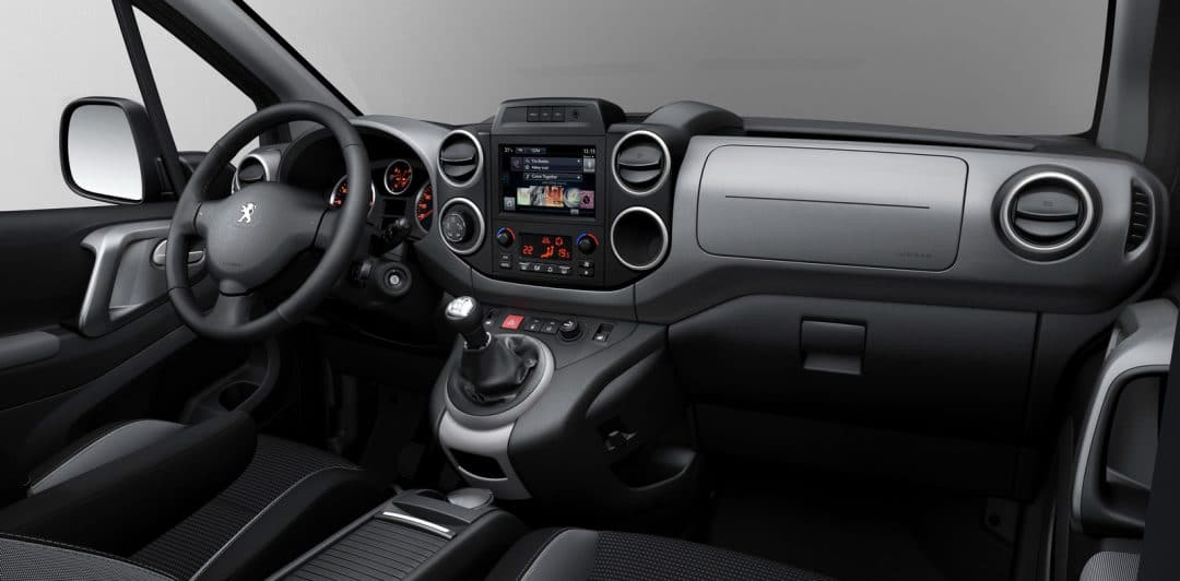 Peugeot expert l 39 utilitaire high tech for Interieur jumpy